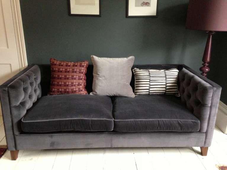 Divano Velluto ~ Divano in velluto divano in velluto grigio scuro photocredit