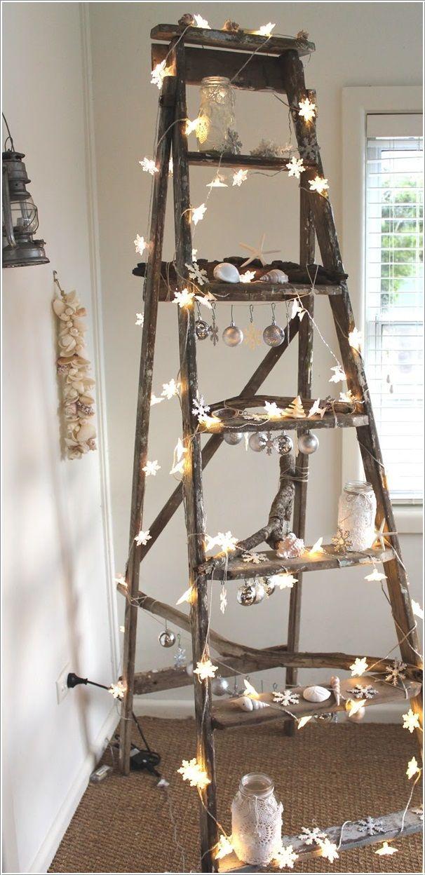 Árbol de Navidad alternativo hecho con una escalera y luces - Luces De Navidad
