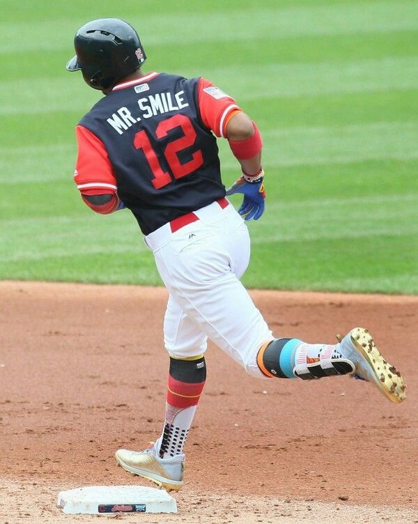 Cleveland Indians Mr Smile Francisco Lindor Rounds 2nd Base After Connecting For A 2 Run Homer Cleveland Indians Baseball Cleveland Indians Indians Baseball