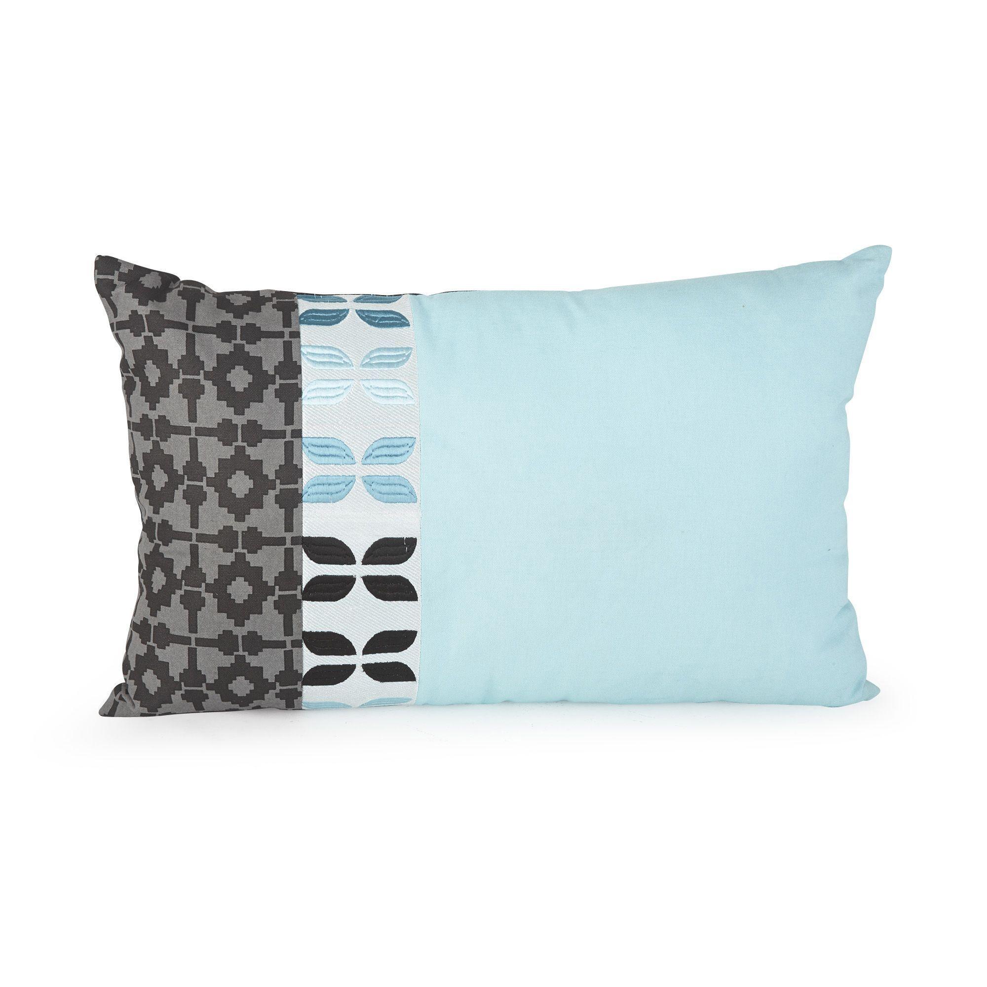 coussin en coton bleu et taupe 40x60cm sally les coussins d coratifs textiles et tapis salon. Black Bedroom Furniture Sets. Home Design Ideas