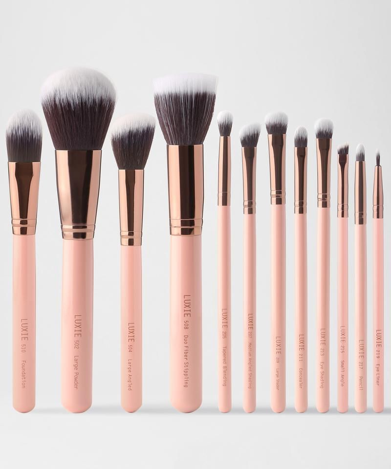 The Luxie Signature Rose Gold Set Includes 12 Makeup Brushes For Face And Eye Perfect For The Professio In 2020 Rose Gold Brush Set Rose Gold Brushes Makeup Brush Set