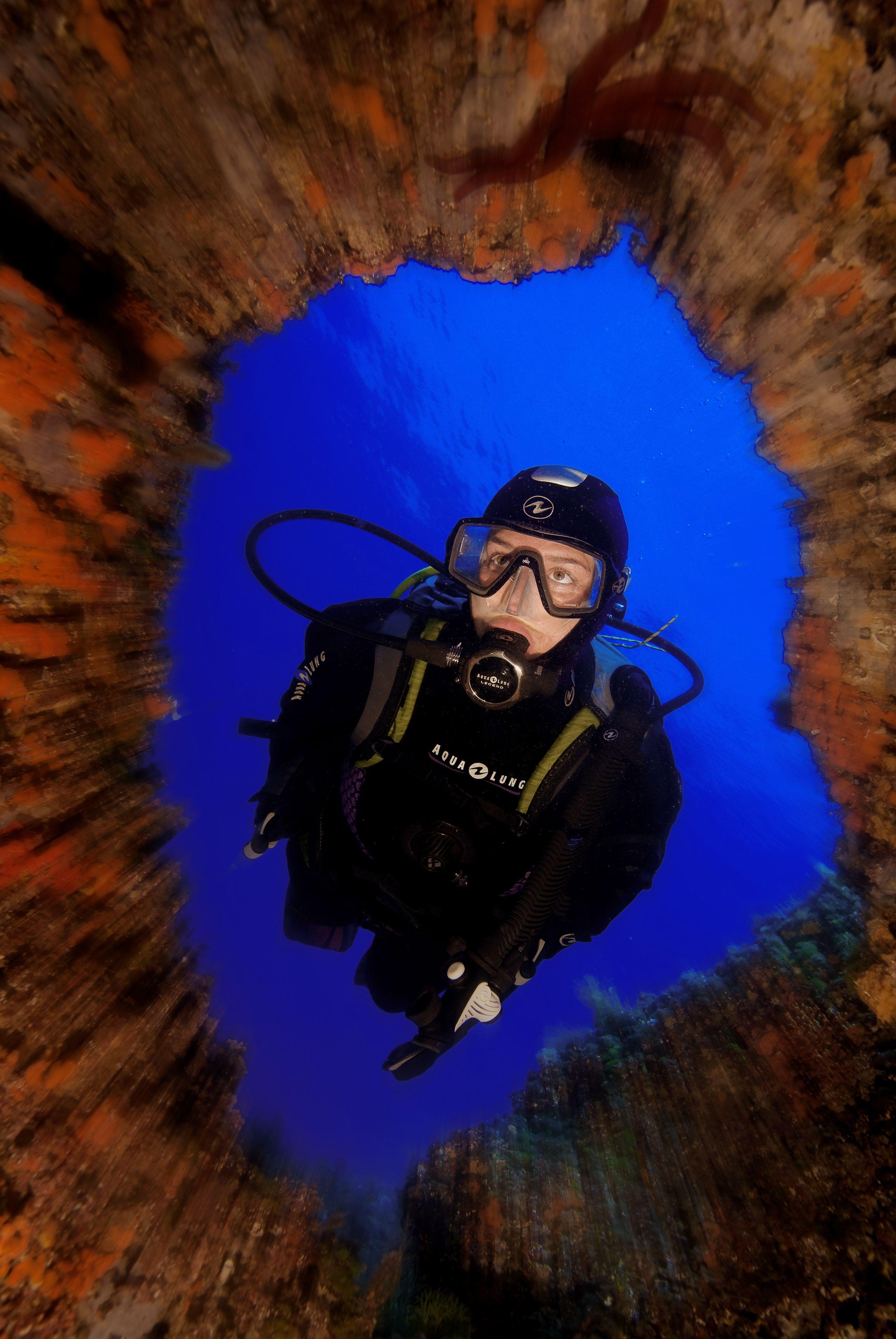 Adéntrate en las profundidades submarinas buceo