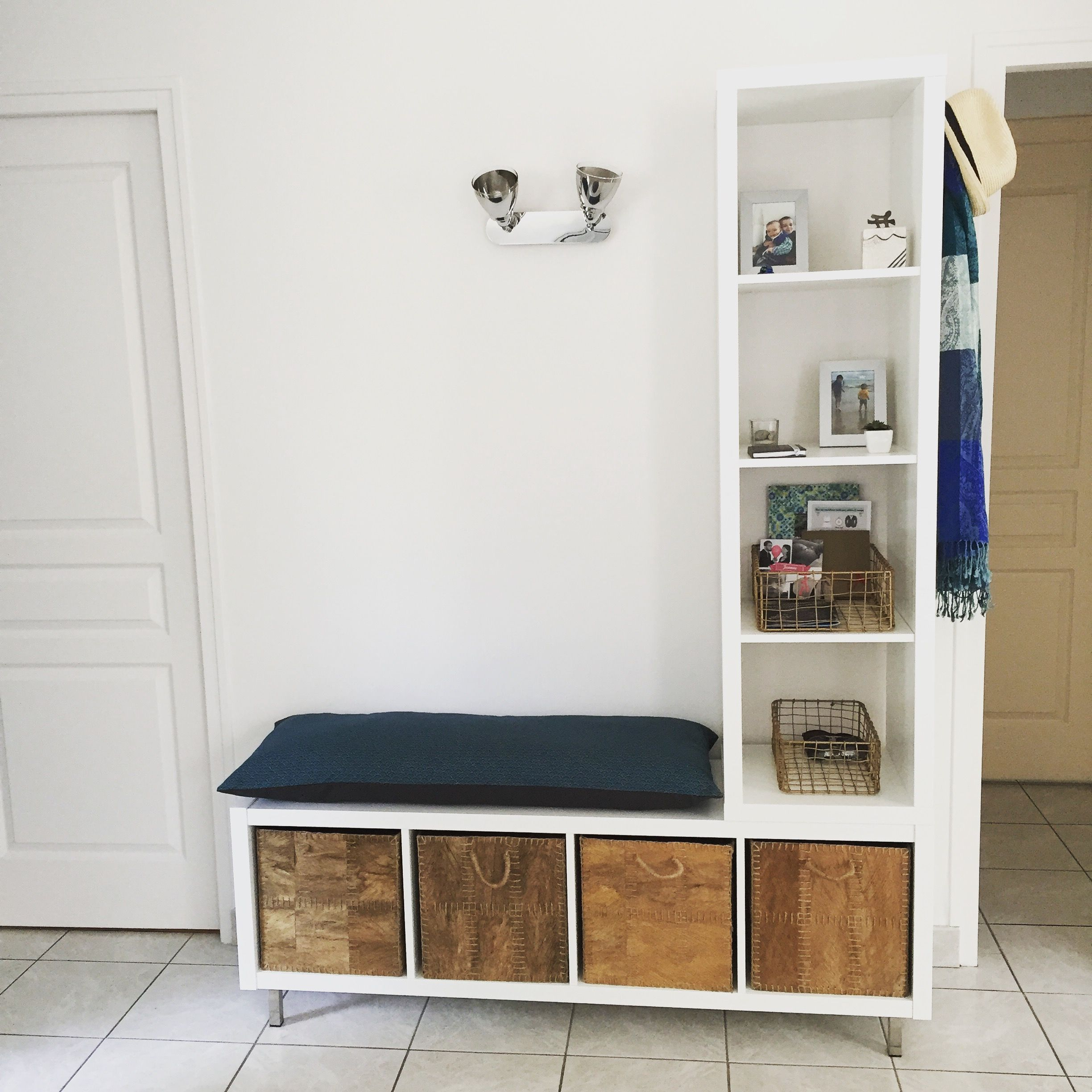 ikea hack meuble d 39 entr e bricol 2 tag res ikea paniers ikea et coussin home made