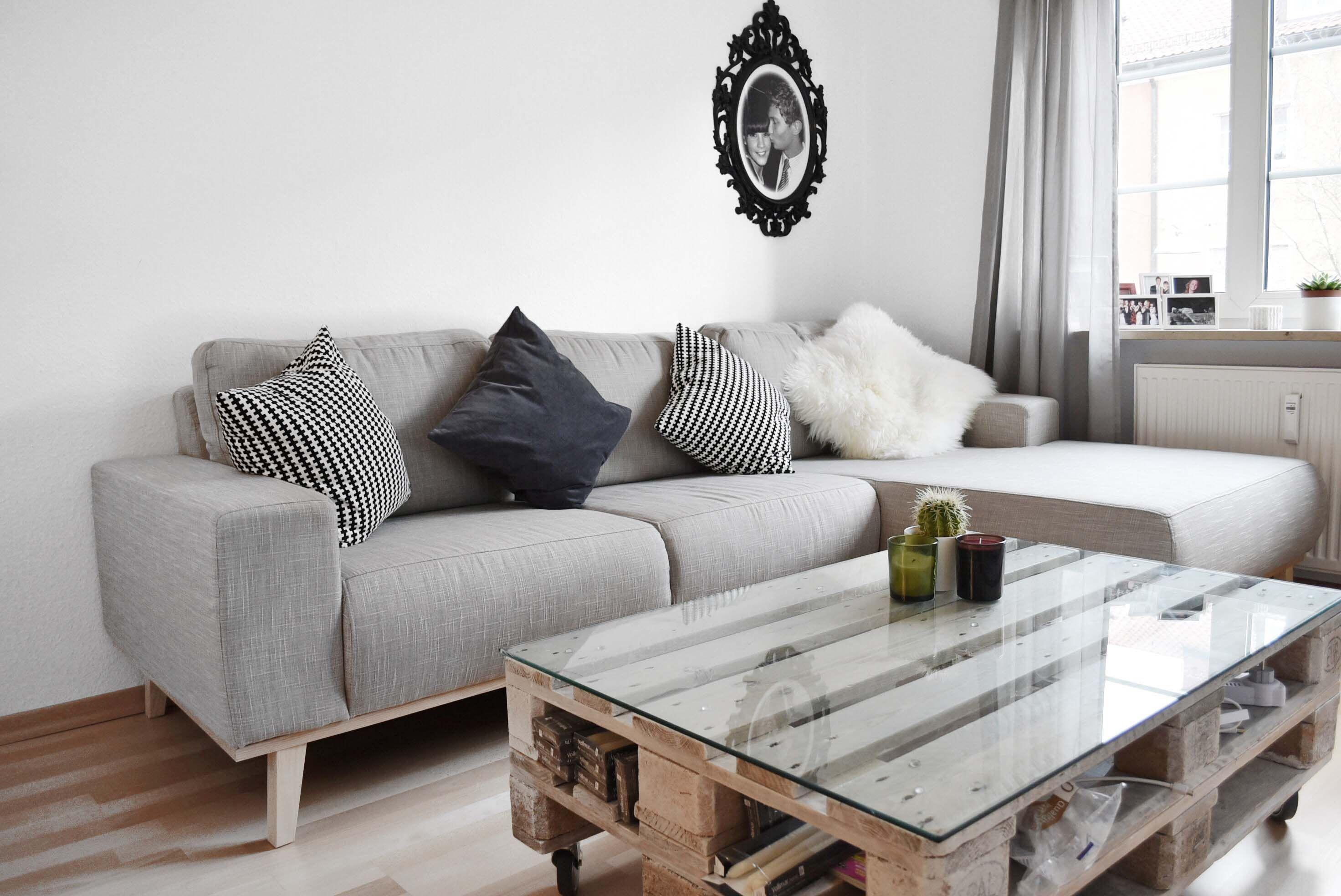 Komplettes Wohnzimmer Mit Couch