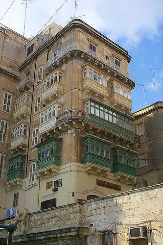 Una colección de curiosos balcones (Valletta, Malta) -