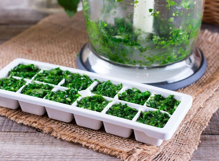 how to freeze basil in ice cube trays