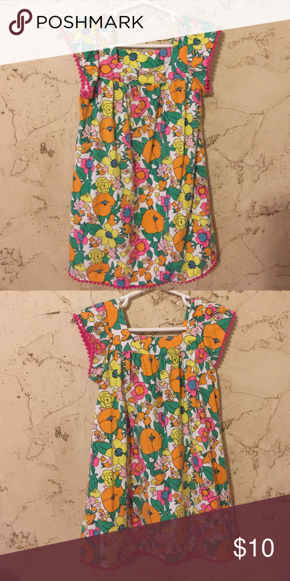Floral Dress Super cute floral dress! No rips or stains! Great condition! Dresses Casual