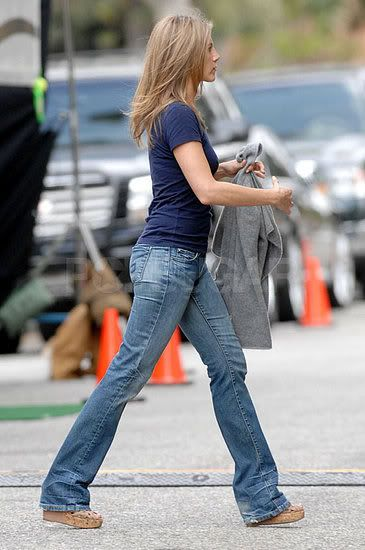 I like seeing celebs wearing plain, normal clothes. Jen looks casual and