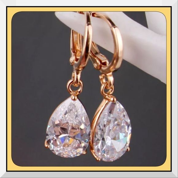 RESTOCKEDNew White Topaz 18K GFGold DangleEarrings Gem Type:bWhite Topaz Earring size: 26*8mm Main Gem Size: 8mm*11mm Gem Quantity: 2 Cut: Pear Brilliant Color: white Metal Type: 18K gold filled Gram Weight: 3.6grams Come with a pretty box Boutique Jewelry