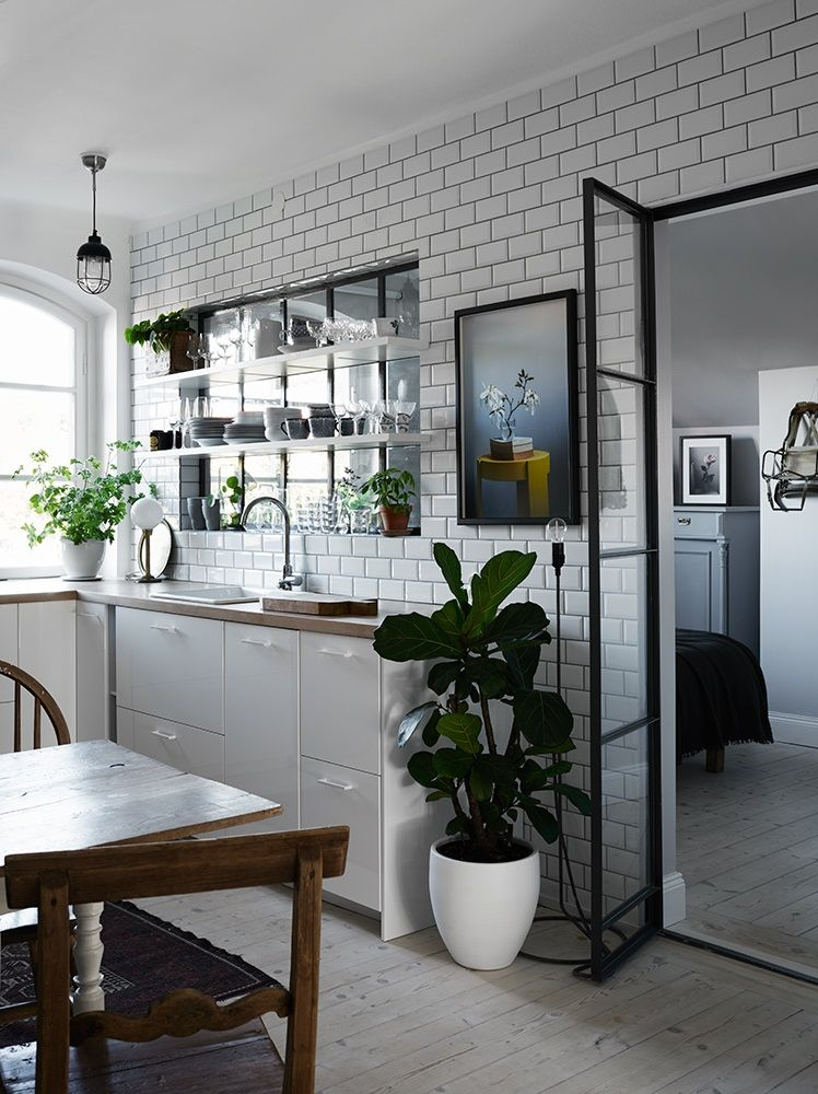 Glass Window Between Bedroom And Kitchen In Lovely Home - Gravity