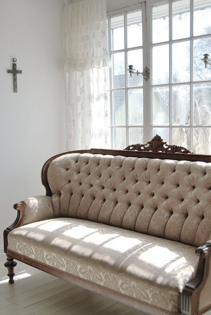 Tufted luxury - beautiful sofa with turned legs and carving