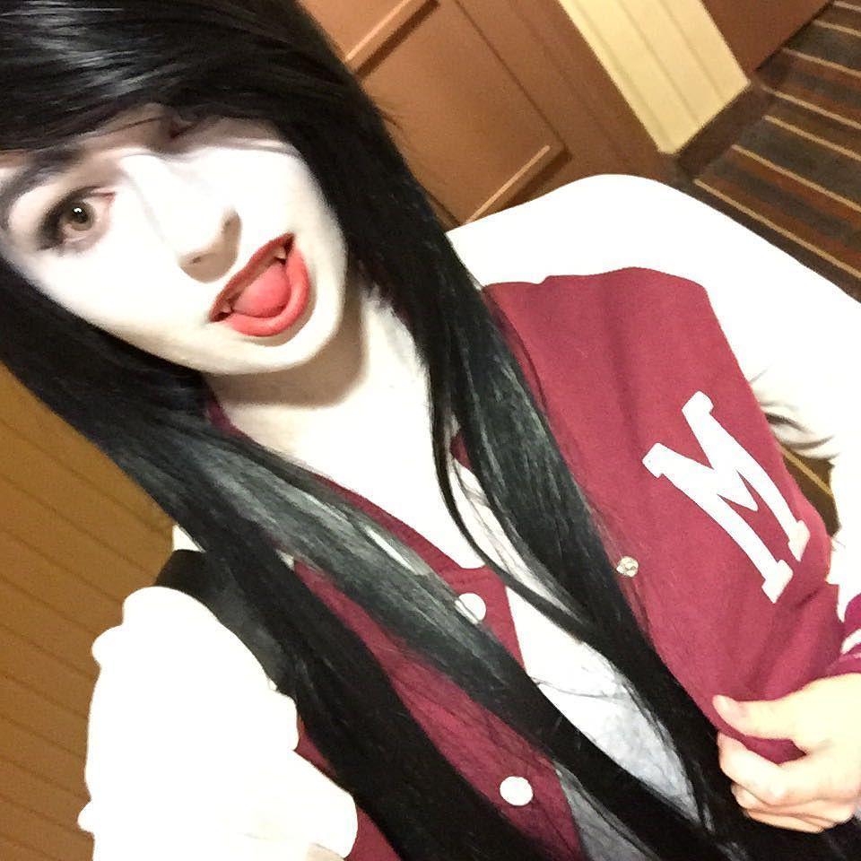 I am marceline the scene queen  #anime #cosplay #animenorth2016 #cosplaygirl #cosplay #emogirl #emoboy #scenegirl #gothgirl #marceline #marcy #marcelinecosplay #adventuretime #adventuretimecosplay #jock #slipknot #blackveilbrides #andybiersack #BVB #advtime #animecon #cosplaymakeup #cosplayer