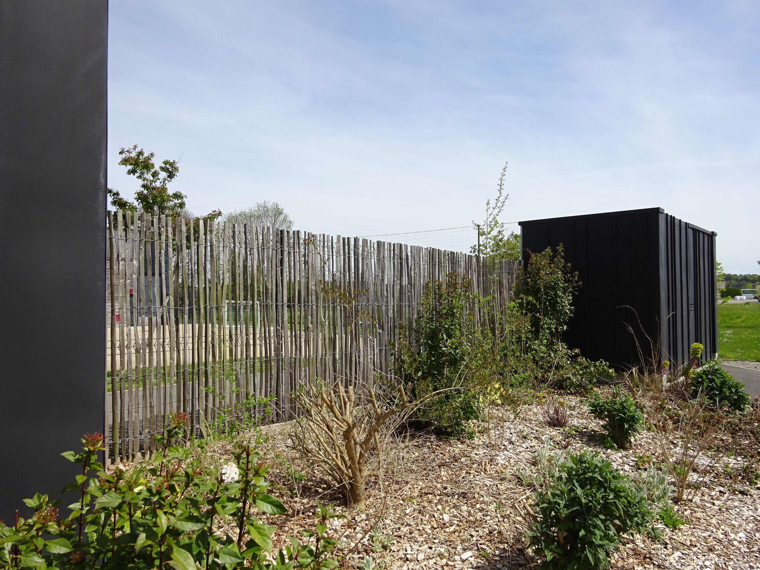 Clôture ganivelle en châtaignier sur support rigide | ALLÉE jardin ...