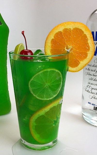 Sex in the jungle vodka rum blue curacao midori lime for Orange and blue cocktails