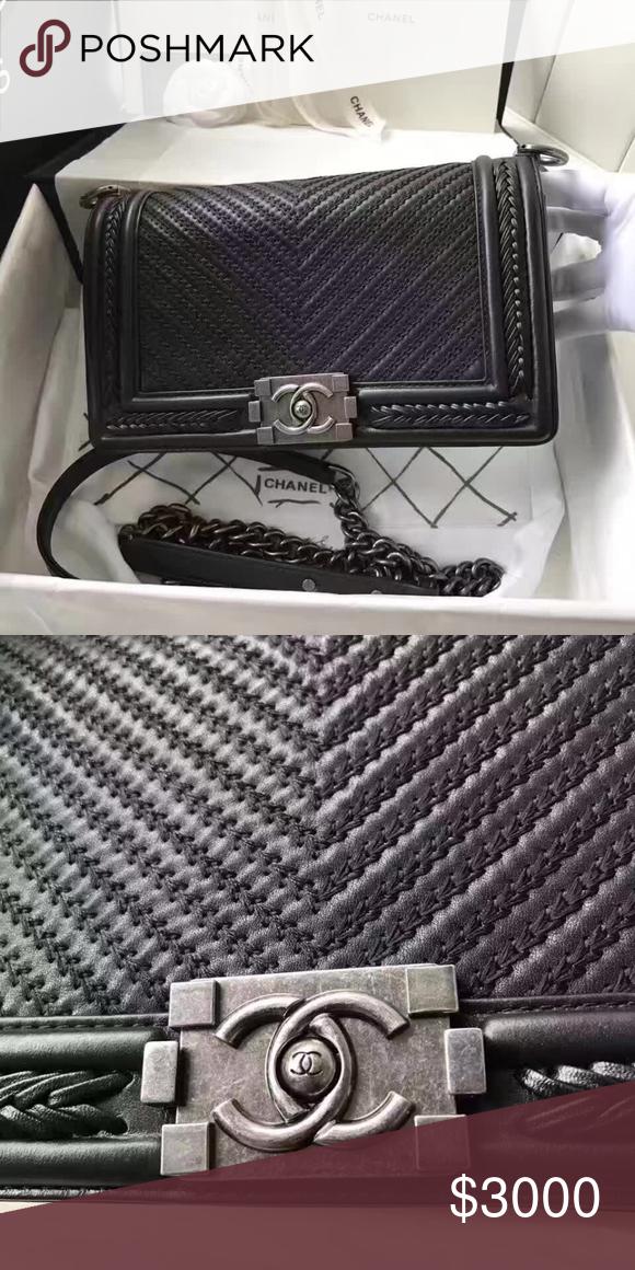 11fa644dcda0 Chanel boy 25cm lambskin V texture like NEW. Perfect condition. I already  moved my closet to tradesy CHANEL Bags Crossbody Bags