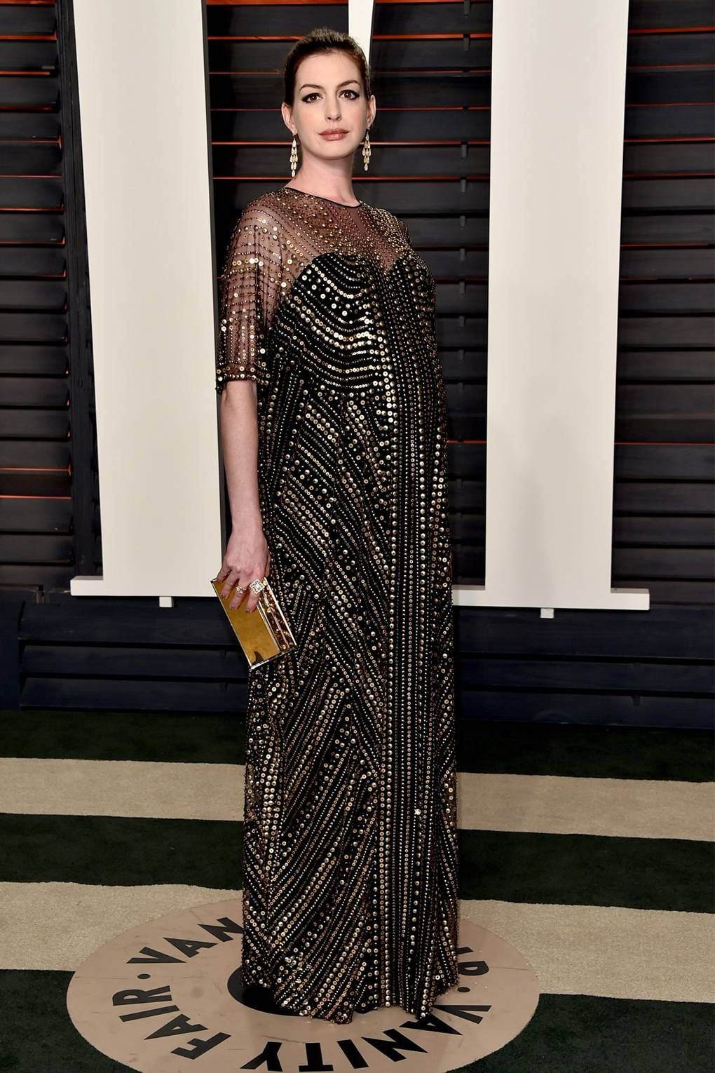 46d287d739ef9 Anne Hathaway in an embellished tunic dress for the [i]Vanity Fair[/i] Oscars  2016 after-party.