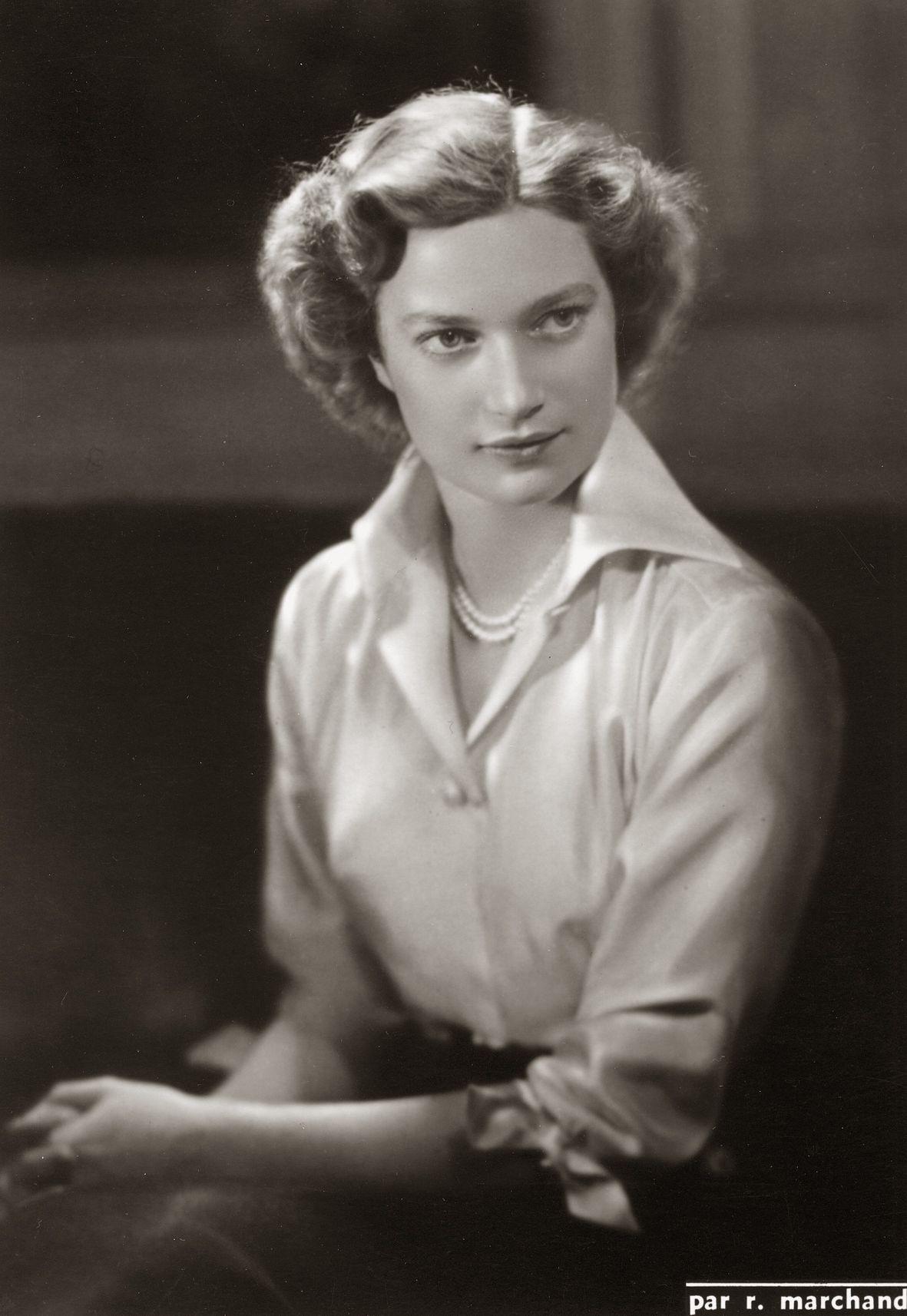 H.K.H. Josephine-Charlotte van België. 1950, bromide foto formaat 11 x 16 cm. Foto gemaakt door Robert Marchand, uit de verzameling van Wilfried Vandevelde.