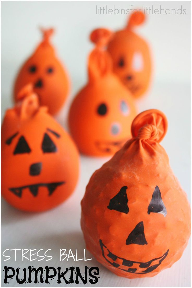 Halloween Calm Down Balls for Kids. Easy tactile sensory input activity for anxiety or stress. Perfect for fidgety hands too.   #kidsmoveandtalk