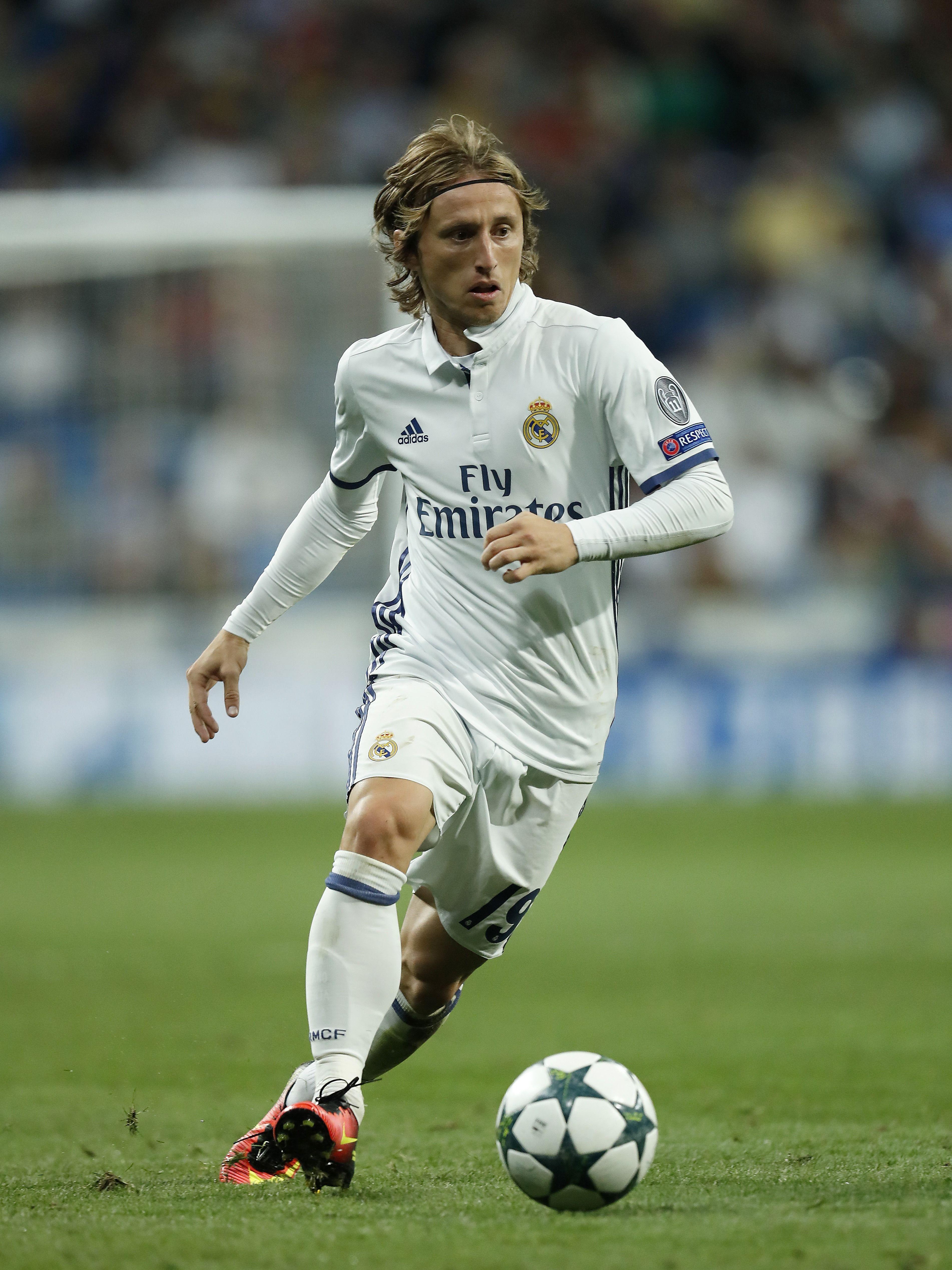 Luka Modric Signs Contract Extension Until 2020 Modric Pinterest