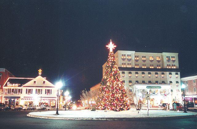 Gettysburg Christmas Tree Lighting 2021 Lincoln Square At Christmas Christmas In America Cool Christmas Trees Gettysburg