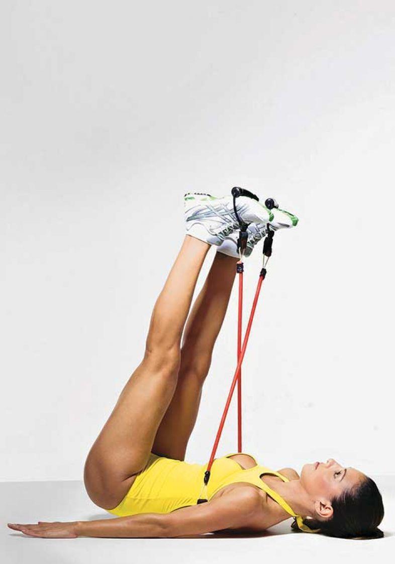 9b363ca95cd60 Exercícios com elástico: série para ficar com braços, pernas e ...