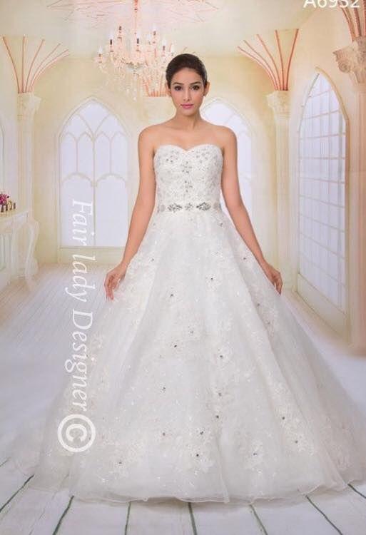 Shop Luxurious Wedding Gowns In Chennai Diadem Bridal Get Dressed On Pretty Adorned