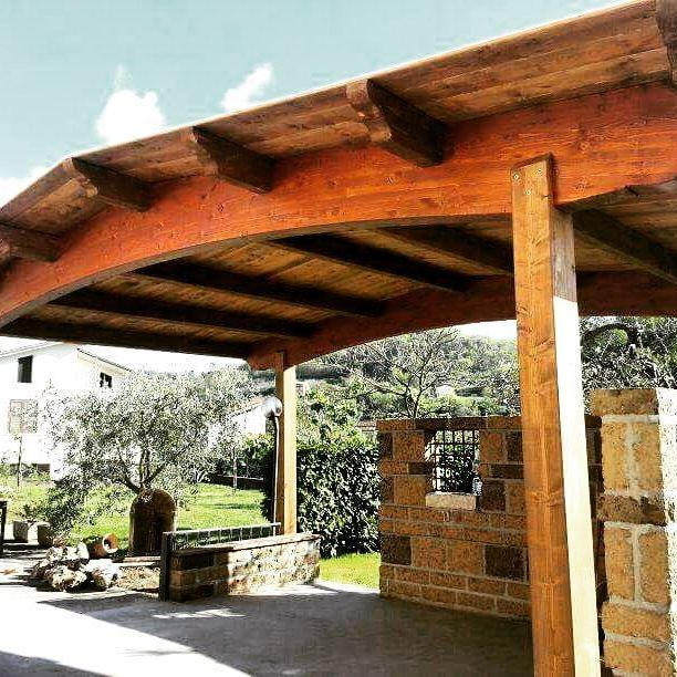 Al fresco di un bel gazebo in un caldo pomeriggio d'estate! #lamellare #legno #giardino #gazebo