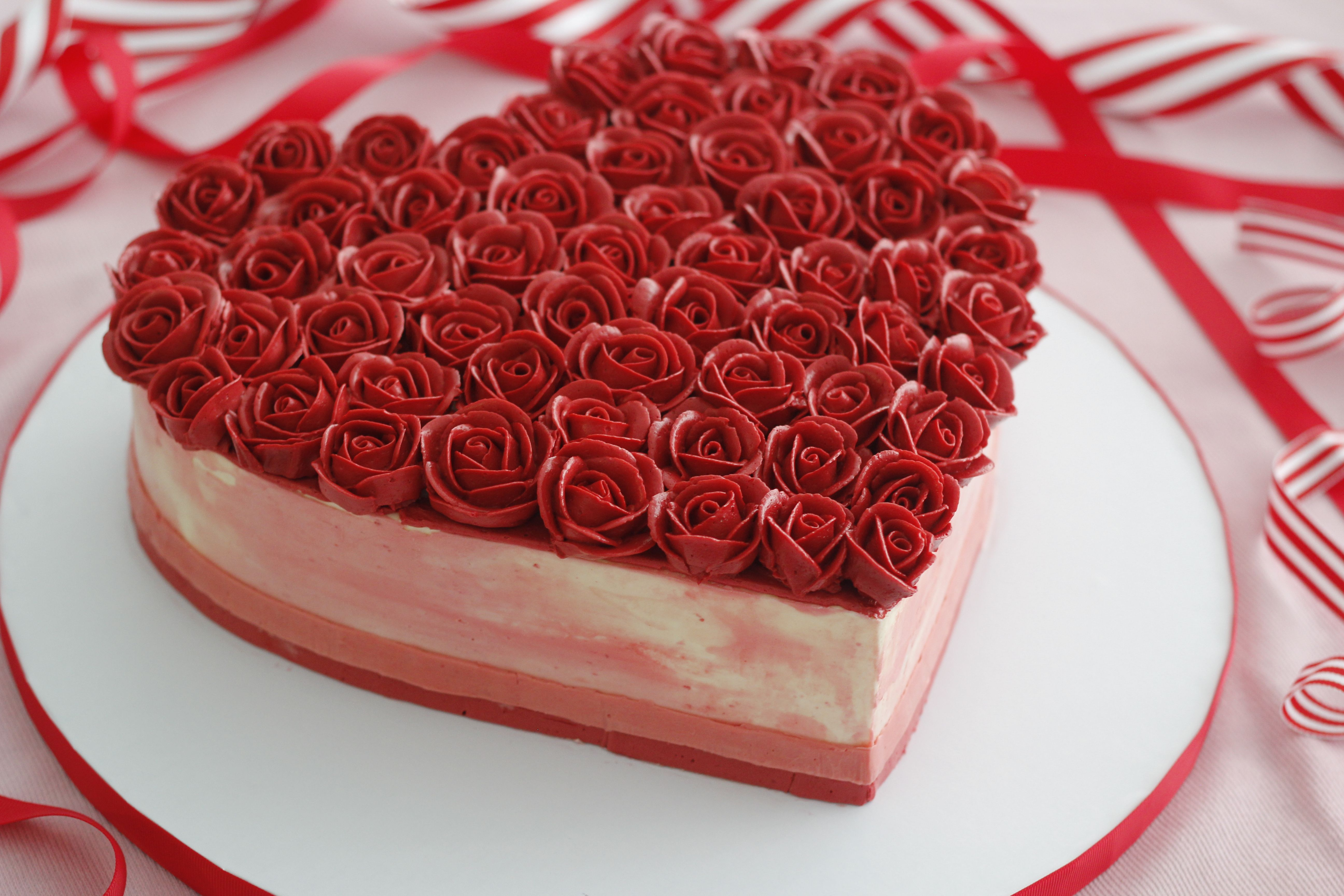 Heart Shaped Cake With Buttercream Roses With Images Cake