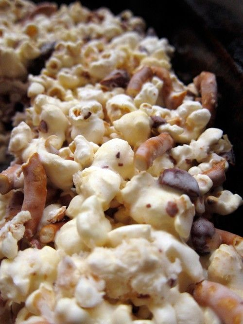 salted caramel almond pretzel popcorn  (adapted from Shutterbean)  12 – 14 c plain popped popcorn  3 c coarsely chopped small salted pretzels  1.5 c toasted almonds, roughly chopped  2 c sugar  kosher salt  2/3 c heavy cream  2 c miniature marshmallows