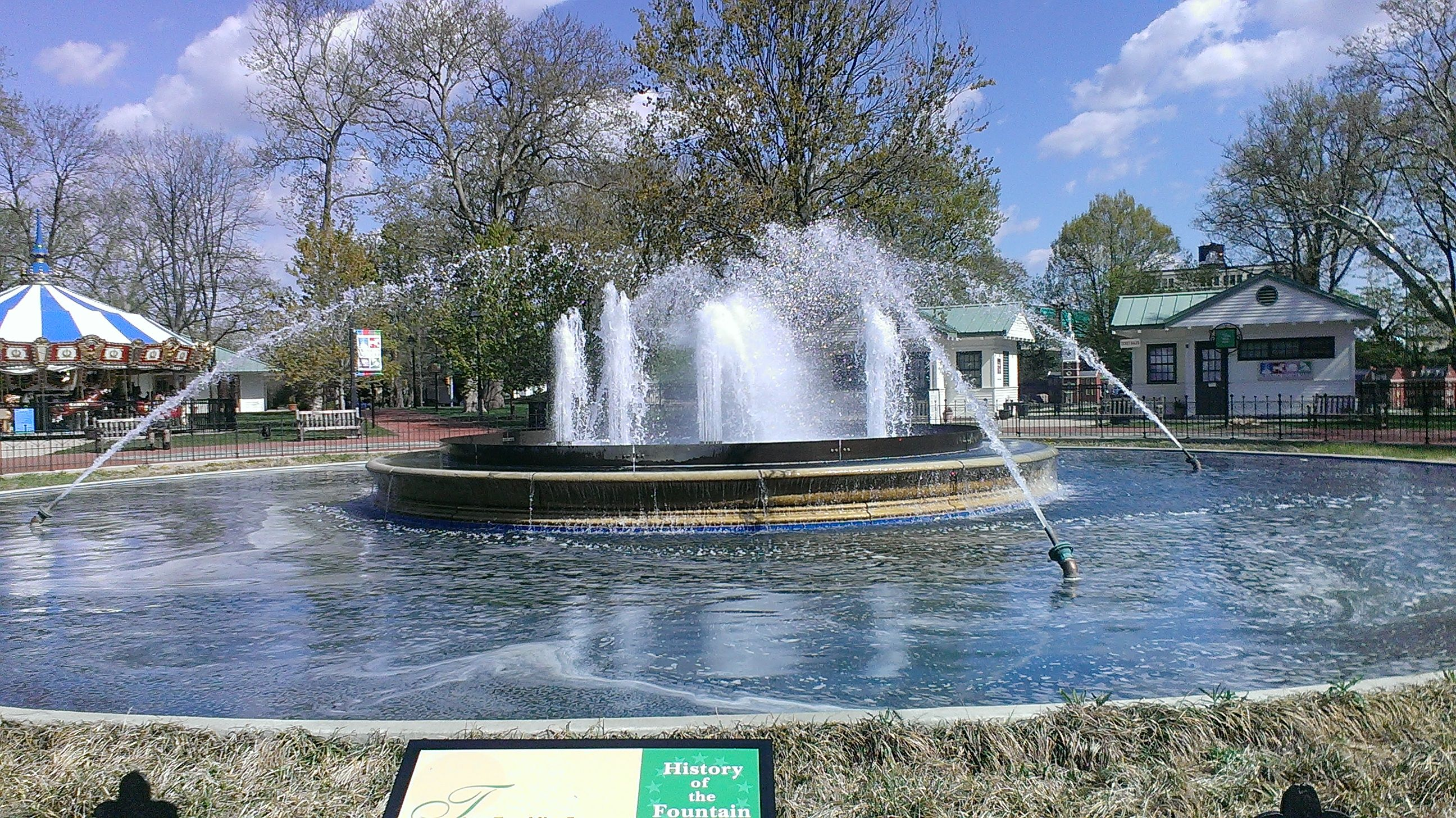 Franklin square fountain 6th and race streets of