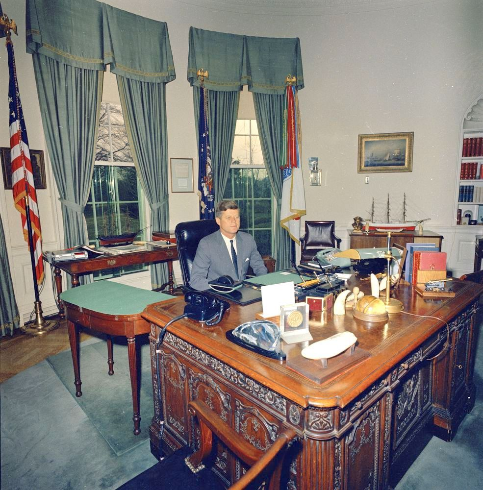 pictures of oval office. Glass Oval Office Desk - Decorating Ideas On A Budget Check More At Http: Pictures Of .