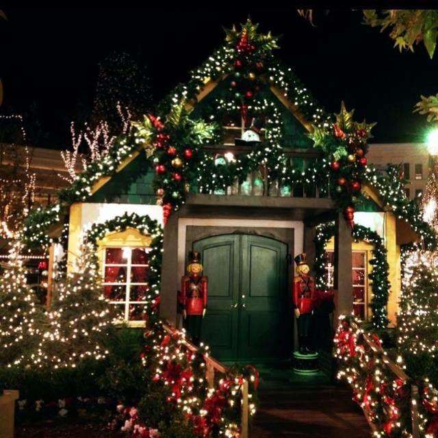 Santa just left his workshop. - Pin By Hannah Kabryn On Christmas Pinterest Christmas Scenes