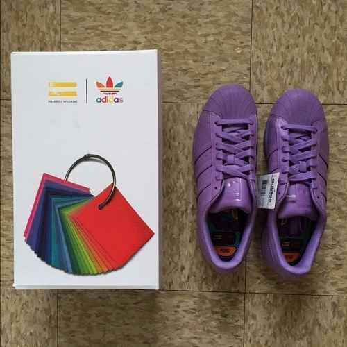 Imagen de http://mla-s1-p.mlstatic.com/adidas-superstar-supercolor-pharrell-willams-violetas-396301-MLA20315719229_062015-O.jpg.
