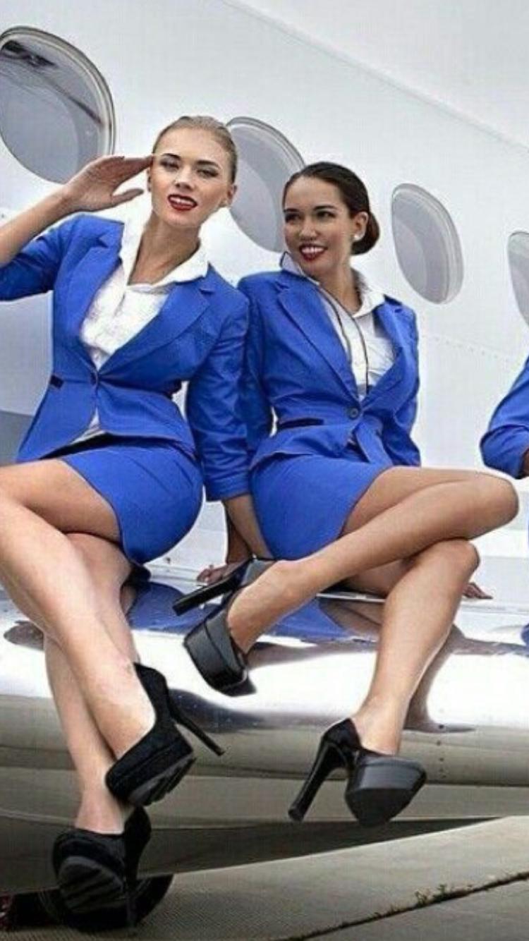 самый разгар стюардессы об отношениях с пилотами сначала смутилась