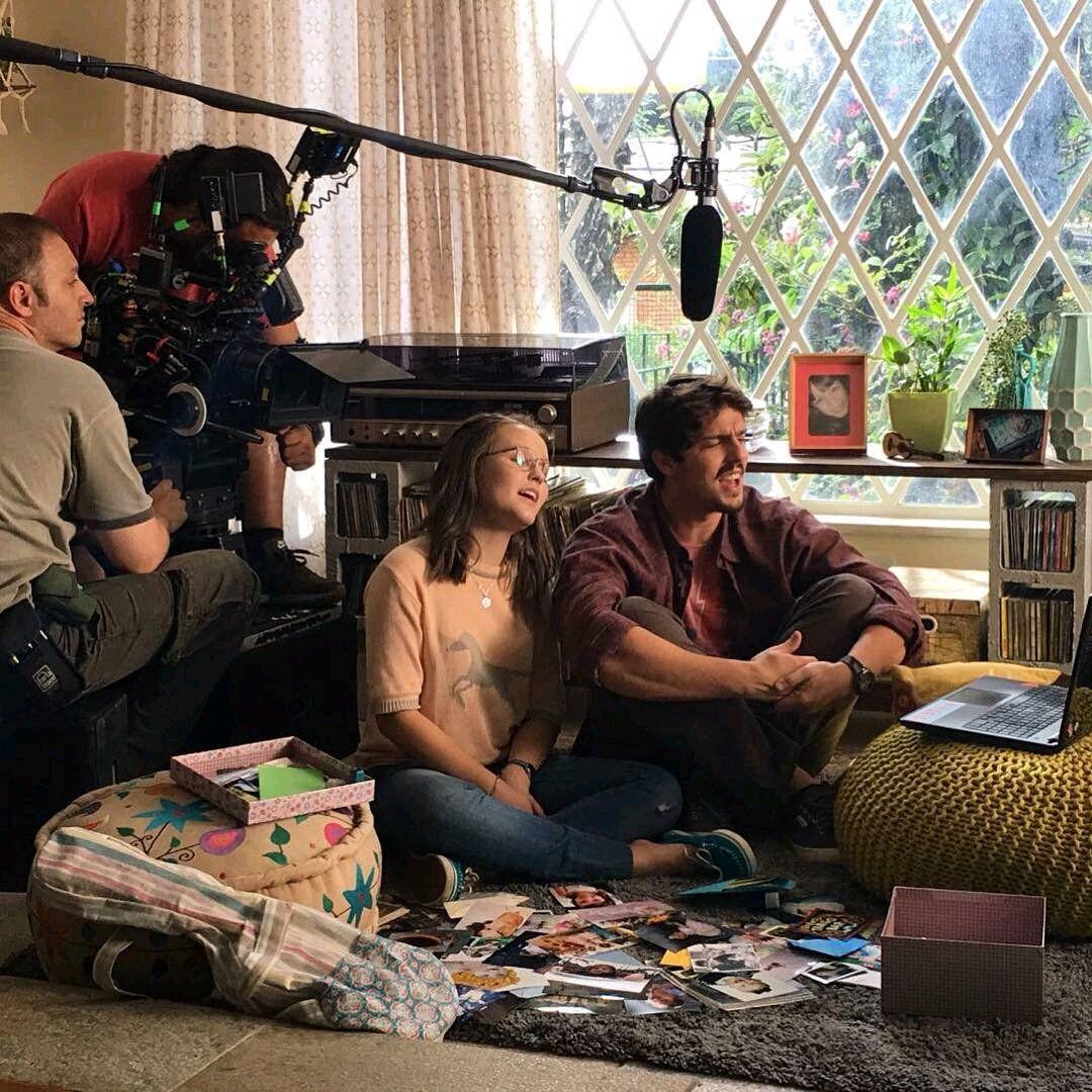 """""""Pai e filha em cena <3 #Meus15AnosOFilme """" . Larissa Manoela trabalhando junto a Rafael Infante no novo filme !! . Via Instagram"""
