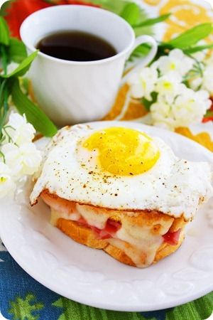 Croque Madame & Monsieur  http://www.thecomfortofcooking.com/2012/04/croque-madame-monsieur.html