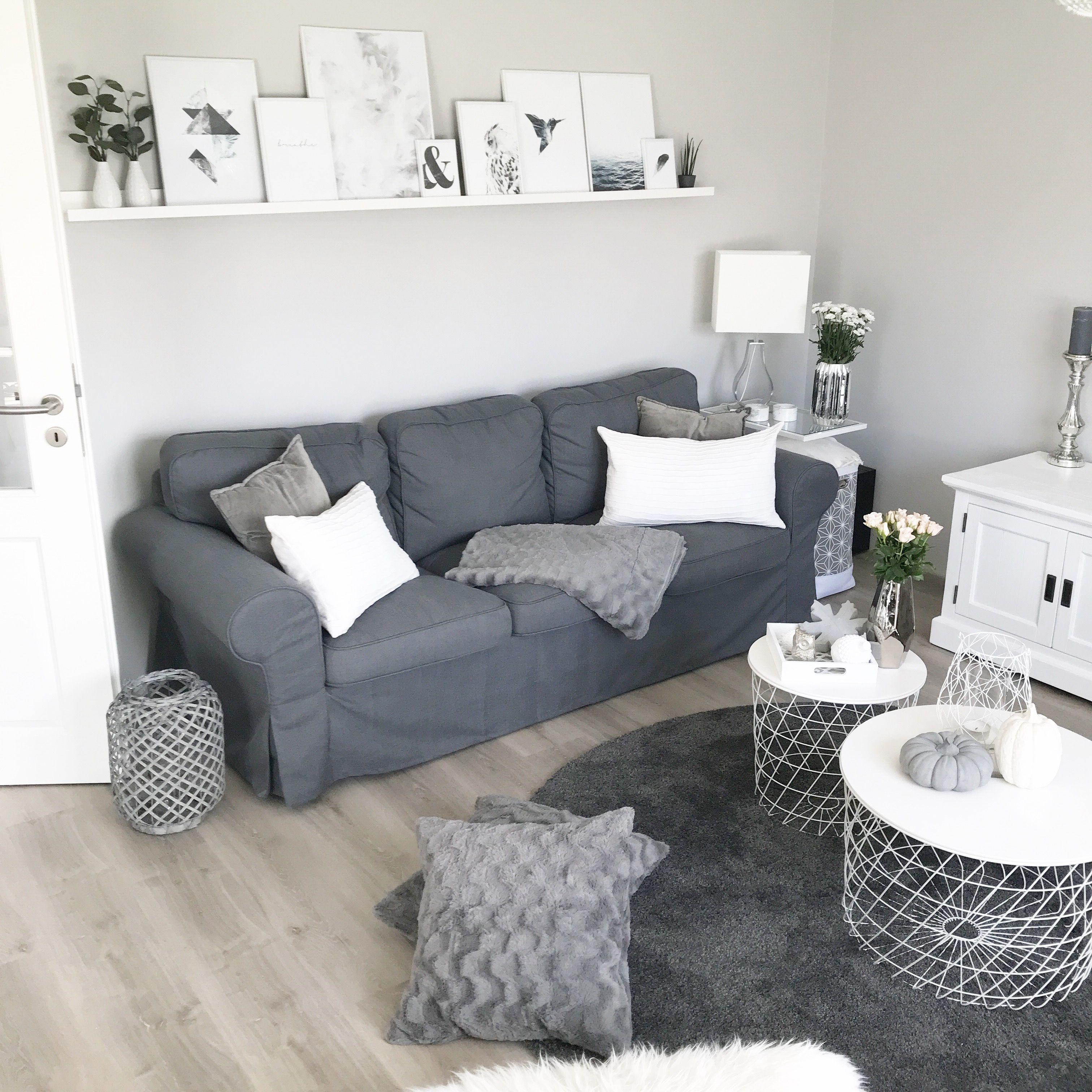 Instagram: Wohn.emotion Landhaus Wohnzimmer Livingroom Modern Grau Weiß  Grey White