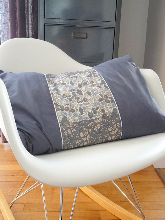 Coussin Liberty printed for Japan par EKlerLa sur Etsy, €45,00