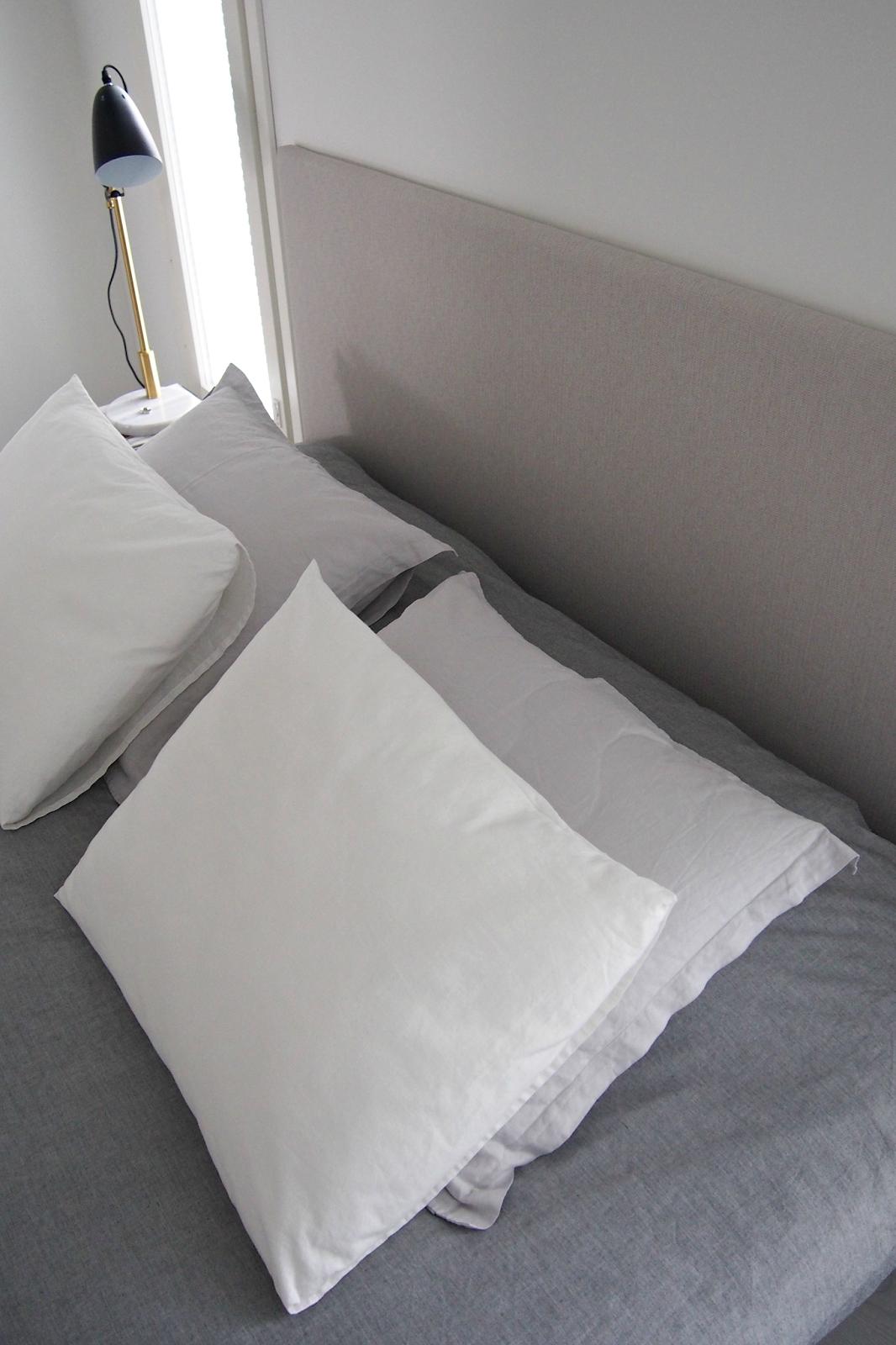 Hannas Home / bedroom / Familon Jousto headboard / Ellos Preston table lamp