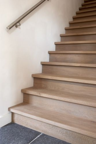 Trap bekleden houten vloeren paleis traprenovatie pinterest inspiration - Hoe de trap houten renoveren ...