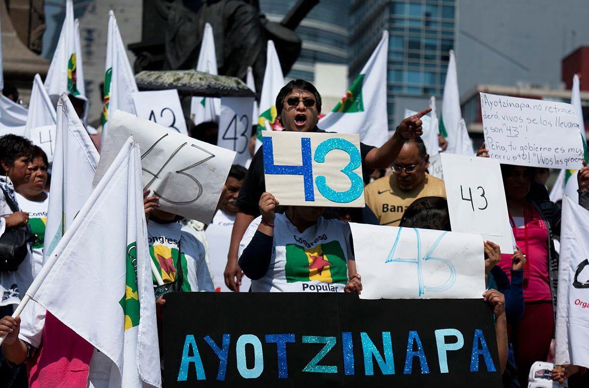 """MÉXICO, D.F. (apro).- La Cámara de Diputados discutirá este jueves 17 la instauración del 26 de septiembre como """"Día de la condena a la desaparición forzada en México"""", como propone la oposición, o..."""