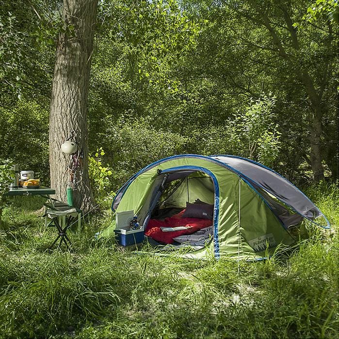 Organiza con tiempo el lugar donde irás de camping, terrenos planos y cerca de un árbol pueden mejorar tu aventura  #Sodimac #Homecenter #Camping