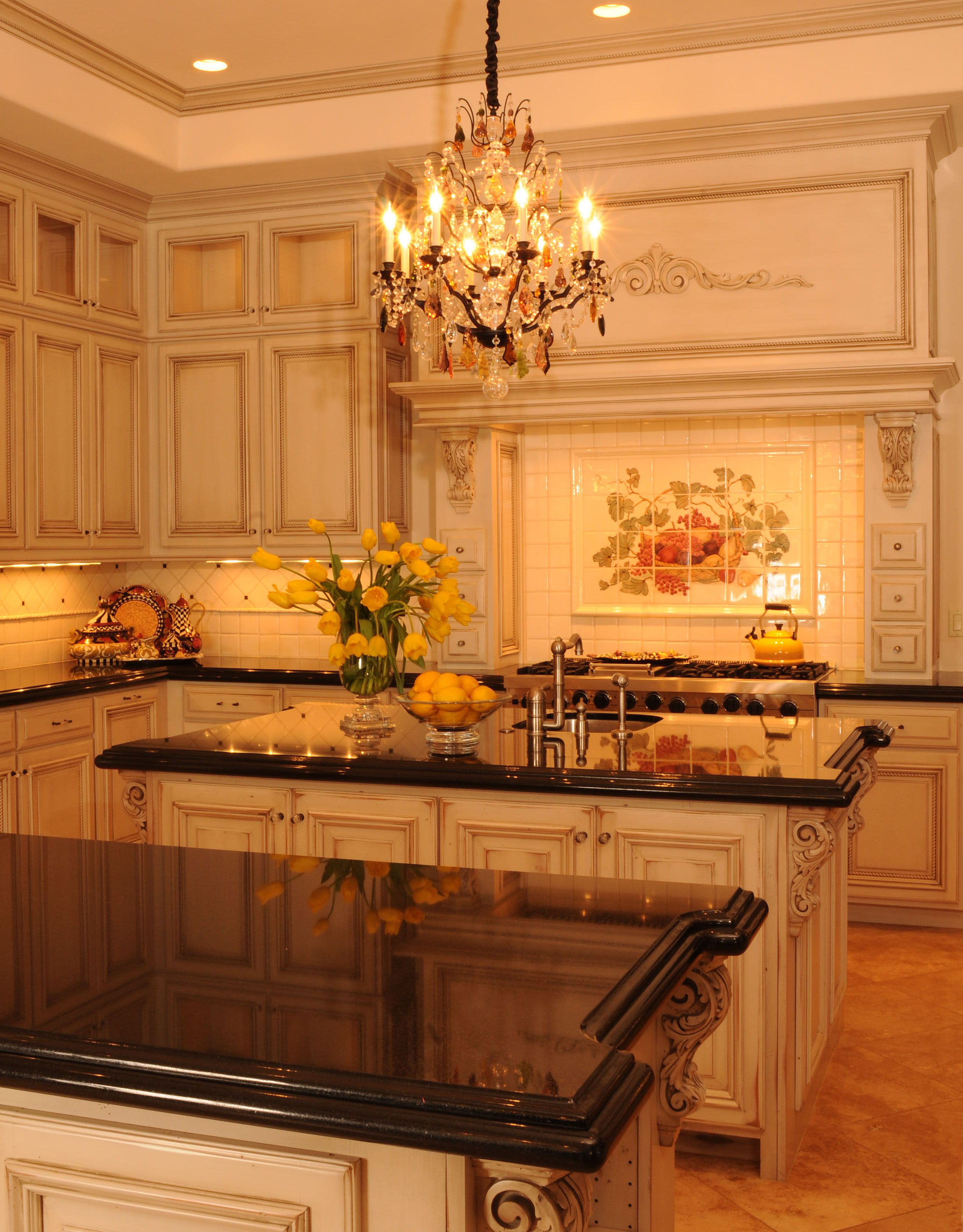 Pin By Gary Wyant On Calvis Wyant Luxury Homes Country Kitchen Cabinets French Country Kitchen Cabinets French Country Kitchens
