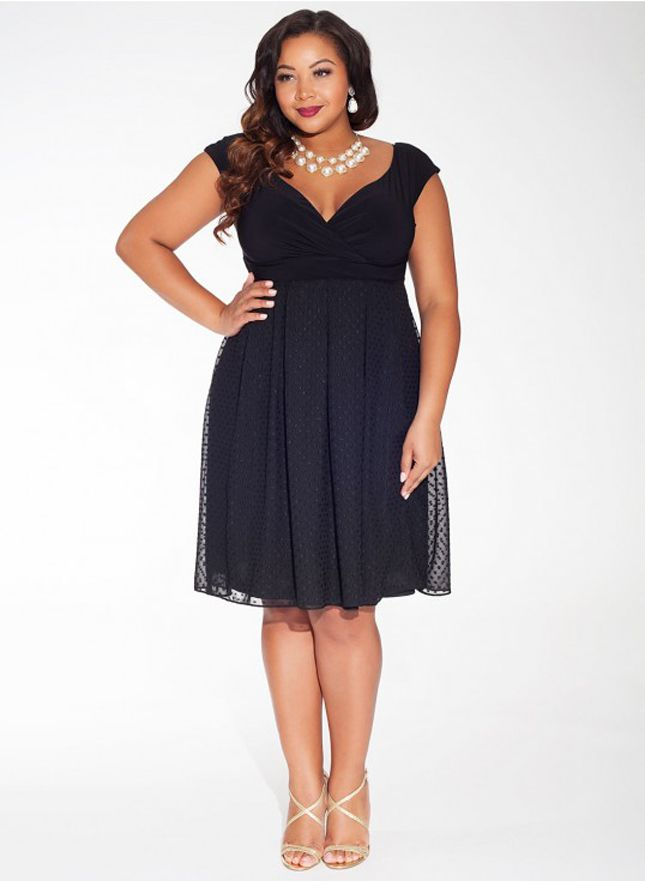 15 Gorgeous Plus-Size Dresses to Rock This Wedding Season | Semi ...