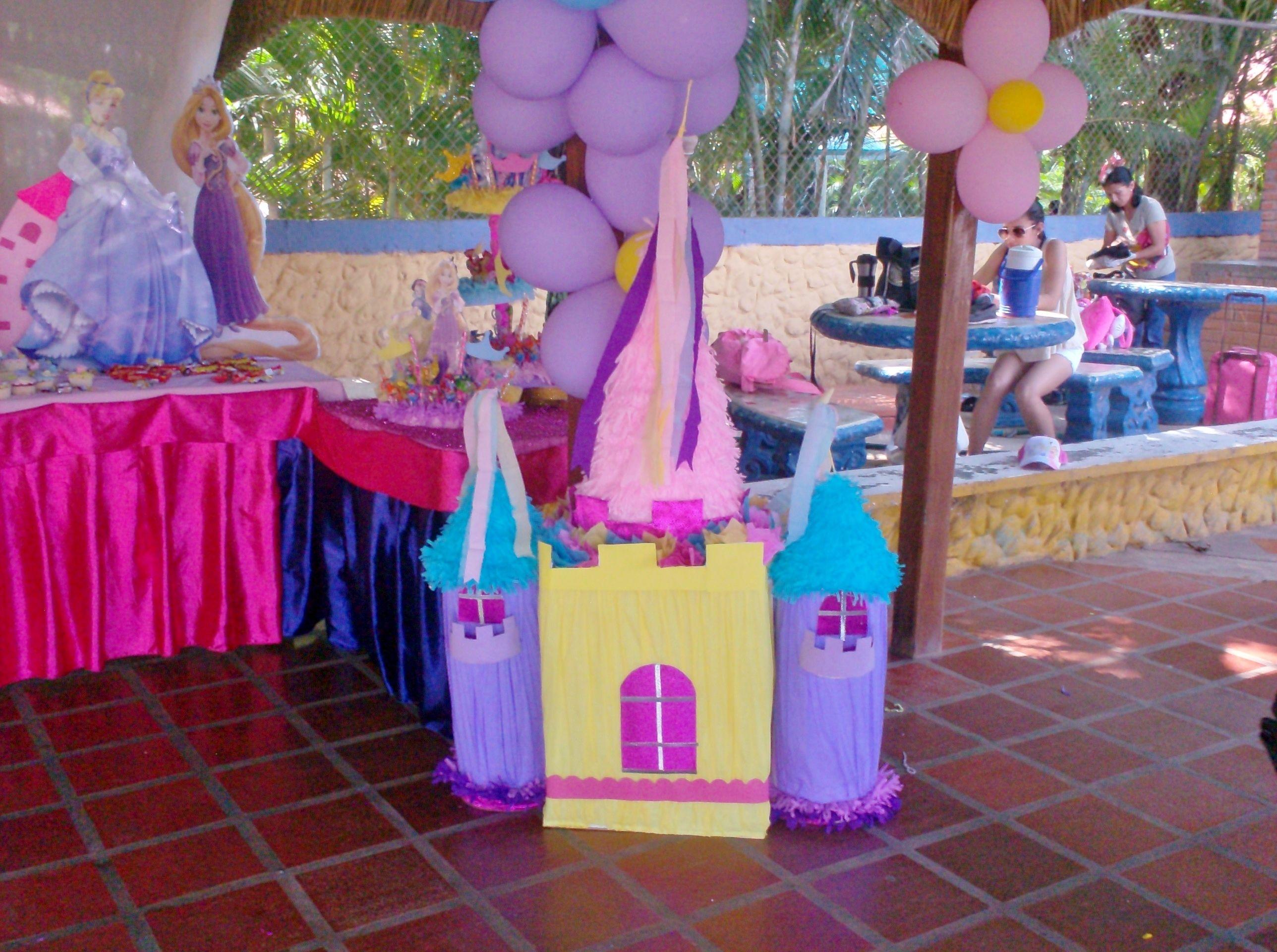 Pi ata castillo decoracion pinterest pi atas for Decoracion para pinatas