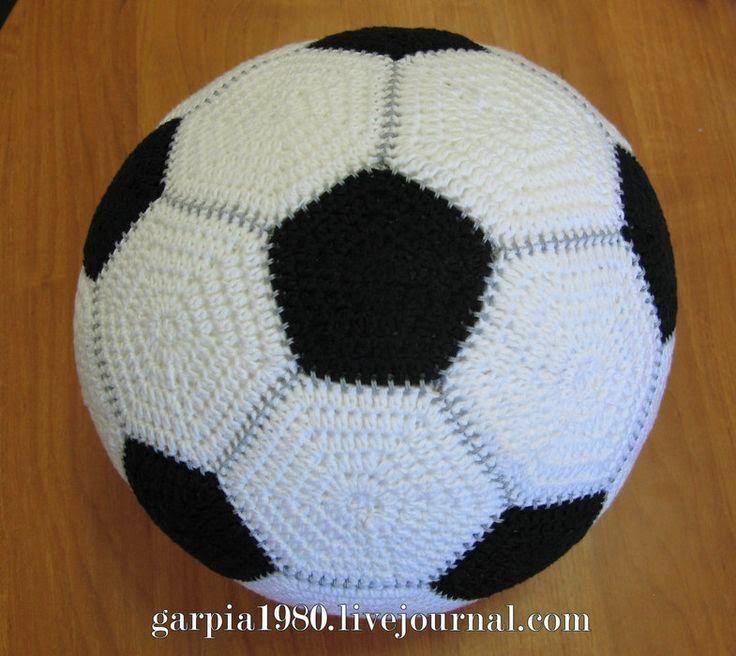Horgolás minden mennyiségben!!!: Horgolt focilabda ötszögekből és ...