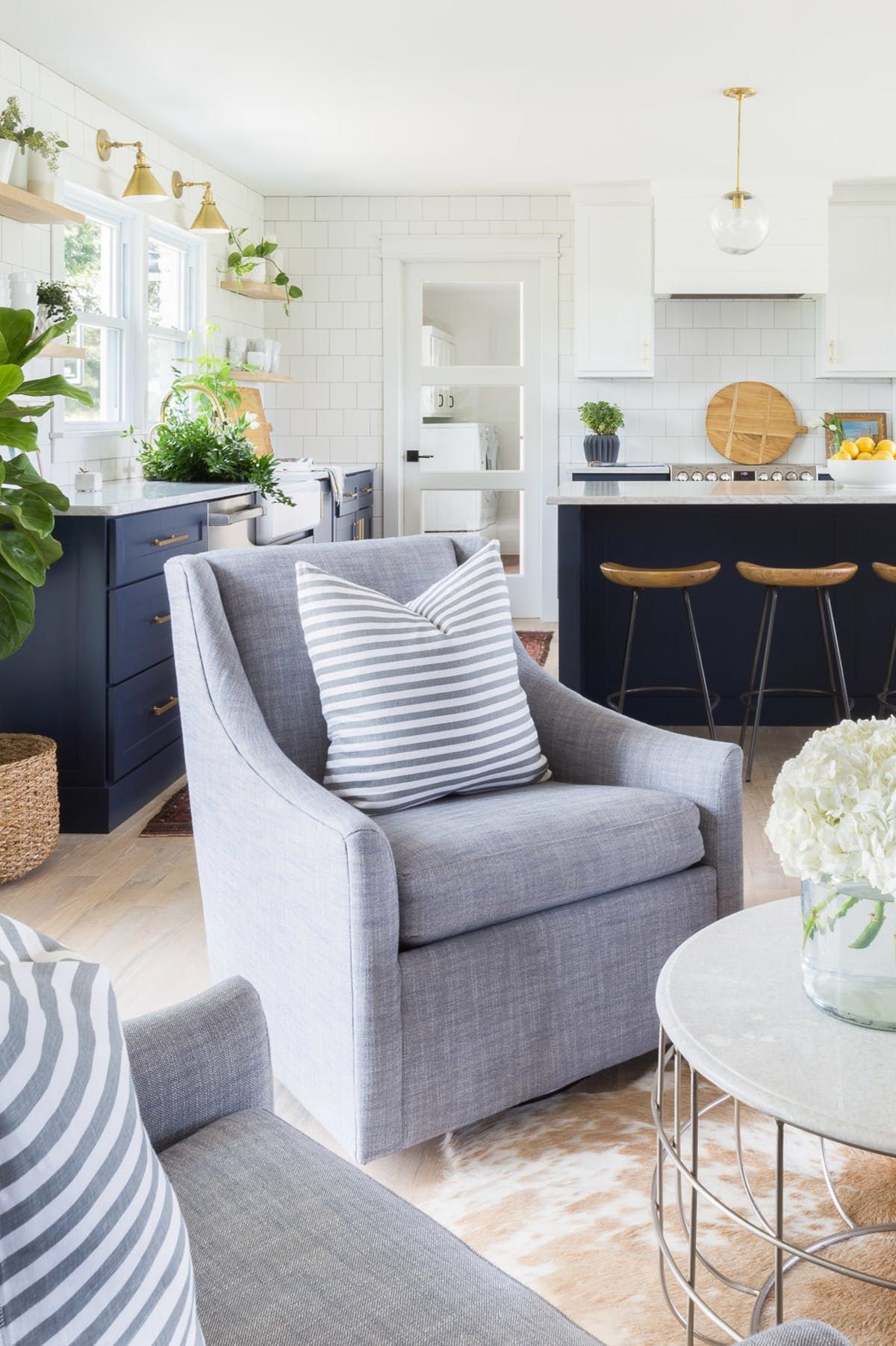 Kitchen Sitting Rooms Designs: 10 Homes That Prove Patriotic Is Pretty All Year Round