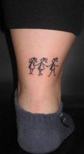 Tres Simpáticas Figuras Representan A Las Tres Hermanas Todas Ellas
