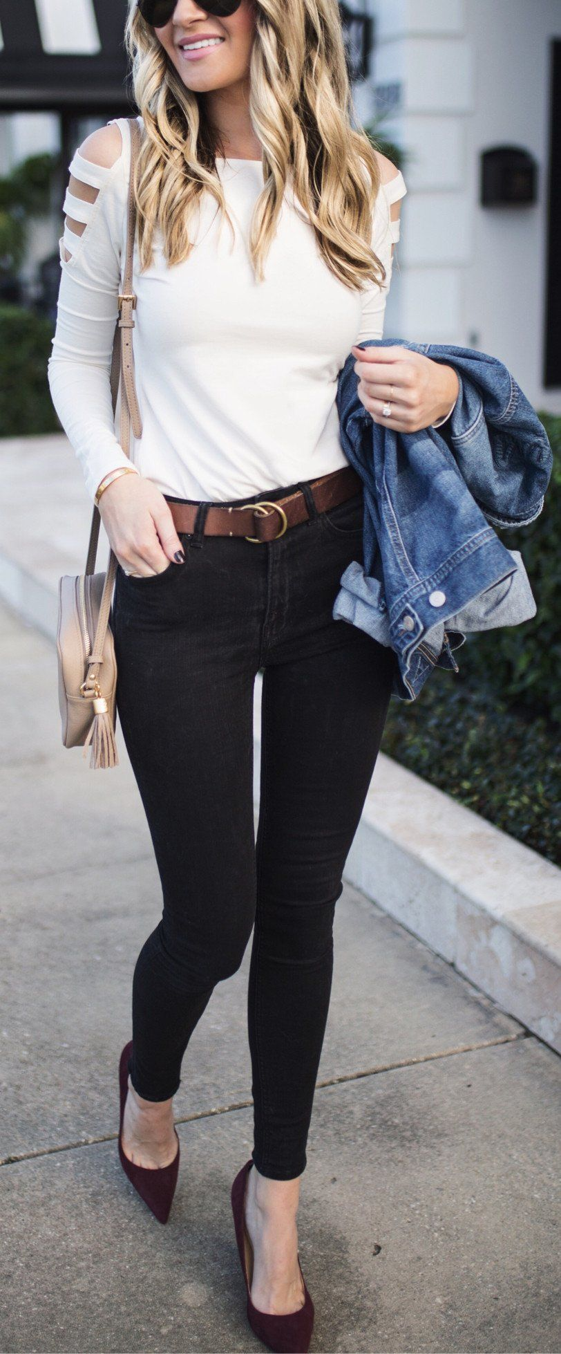 White Top Black Skinny Jeans Black Pumps | Cute outfits