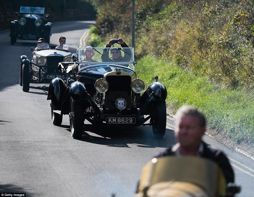 Classic cars and motorbikes head out for historic hill climb event ...
